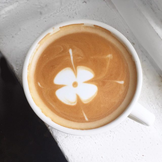 Happy Monday!! Craving this pretty latte from kraftsmencafe this morninghellip