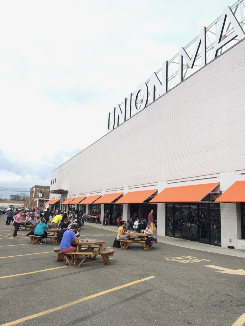 Union Market in Washington D.C.: 50 vendors and pop-up shops under one roof offering freshly prepared food and drinks.